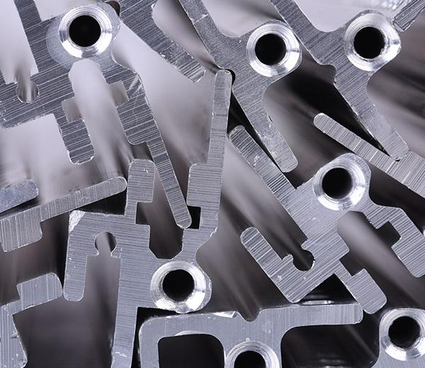 MEVOR Metallbearbeitung und Vorrichtungsbau GmbH - Vorrichtungsmontage | gestapelte Metallteile